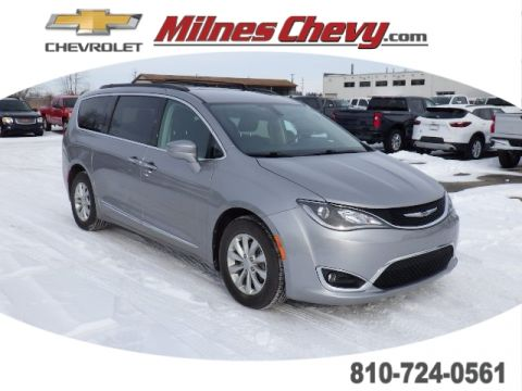 Pre-Owned 2017 Chrysler Pacifica